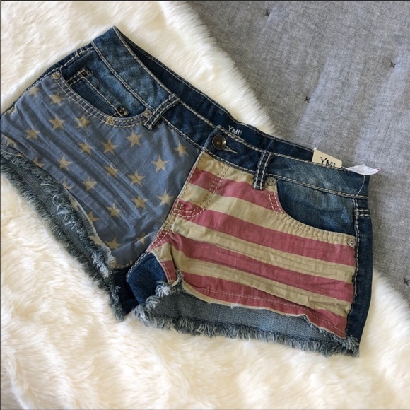 YMI Pants - NWT YMI American flag Americana raw hem shorts sz7